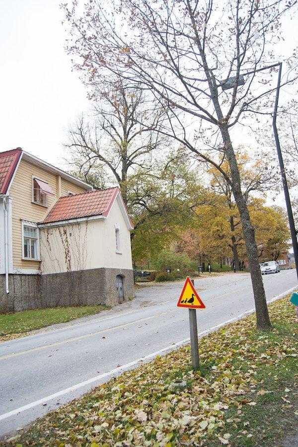 Sorsa liikennemerkki Fiskarin Ruukissa