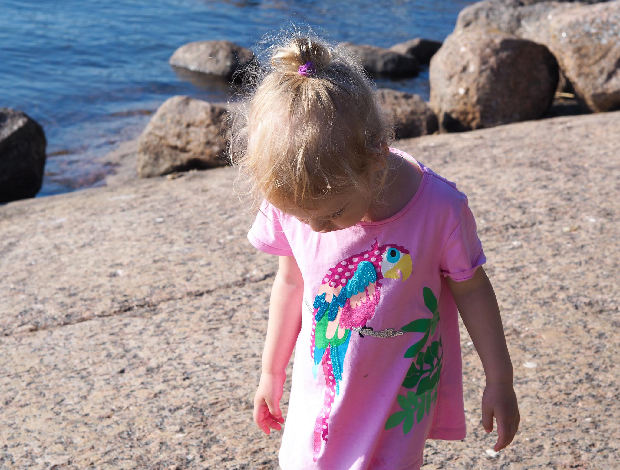 Kesäkuu, ranta, lapsi
